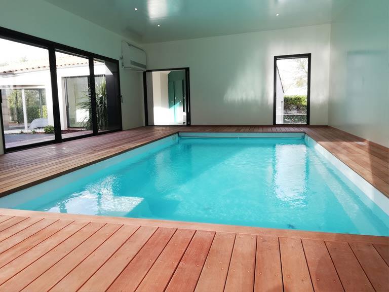 piscine vue 2 intérieur gite