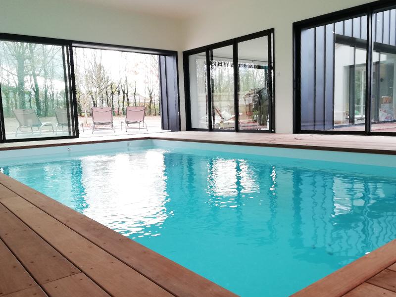 piscine intérieur chauffée gite vendée les herbiers