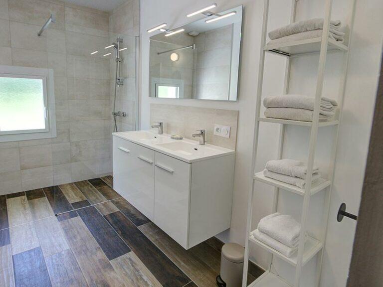 Salle de bain commune chambre 1 et 2